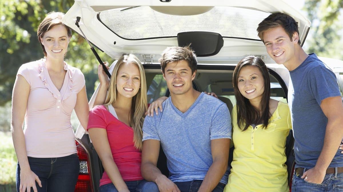 wypożyczanie samochodem